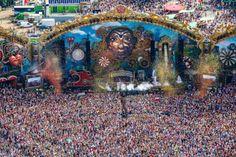 Uno de los festivales más grandes del mundo ha anunciado ya la venta de tickets y ha anunciado a su primer artista invitado que al menos no es conocido en la escena electrónica mundial, pero si es uno de los más grandes en Bélgica. Tomorrowland anunció la participación de La Orquesta Sinfónica Nacional de Bélgica…