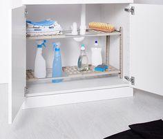 S tímto regálem bude ve spodní kuchyňské skříňce panovat dokonalý pořádek: výšku a šířku regálu lze flexibilně nastavit. Regál má výřezy na sifon, odtoky a vedení, takže je ideální pro všechny běžné typy spodních kuchyňských skříněk. New Homes, Shelves, Home Decor, Closet Shelves, Shelving, Decoration Home, Room Decor, Shelving Units, Home Interior Design