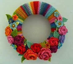 Crochet Flowers Design Colorful May Rose Wreath - tutorial Beau Crochet, Crochet Home, Knit Crochet, Double Crochet, Attic 24 Crochet, Crochet Fall, Crochet Gratis, Crochet Amigurumi, Crochet Flower Patterns