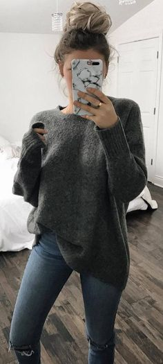 simple outfit sweater + ripped jeans