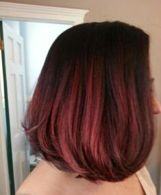 Brown to red ombre, red ombre hair, dyed red hair, hair color b Brown To Red Ombre, Black Hair Ombre, Ombre Bob, Dark Red, Medium Hair Styles, Short Hair Styles, Short Hair Accessories, Dyed Red Hair, Hair Dye