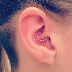 Sometimes we need to freshen things up a bit. Piercings are a great way to make a drastic (or not so drastic) change to your appearance. Check out these not so typical piercings. Piercing Tattoo, Daith Piercing Schmuck, Body Piercing, Daith Piercing Migraine, Unique Earrings, Stud Earrings, Body Mods, Body Jewelry, Jewellery