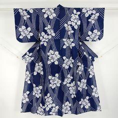 Navy, cotton yukata / 夏物/裄65cm/Mサイズ。【浴衣】夏用/木綿/青色/紺色地/紫陽花の花柄 【リサイクル着物 きもの リサイクル アンティーク 通販 中古 古着】 http://www.rakuten.co.jp/aiyama #Kimono #Japan #aiyamamotoya