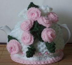 soft pink roses..... hand knitted and crocheted by peerietreisures
