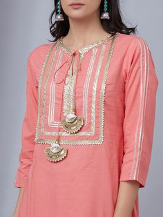 Best 12 Accessories always are great Sleeves Designs For Dresses, Neck Designs For Suits, Neckline Designs, Dress Neck Designs, Stylish Dress Designs, Stylish Dresses, Pakistani Fashion Casual, Pakistani Dress Design, Kurta Designs Women