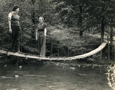 1939 - Swinging Bridge crossing Little Pigeon River near Gatlinburg, TN. My mother talked about crossing these as a child in Kentucky. Tennessee Waltz, East Tennessee, Gatlinburg Tennessee, Cades Cove, Appalachian Mountains, Great Smoky Mountains, Historical Pictures, Blue Ridge, Old Photos