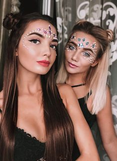 Glitter carnaval, make carnaval, rave hair, tinkerbell makeup, festival loo Music Festival Makeup, Festival Makeup Glitter, Music Festival Outfits, Glitter Makeup, Festival Fashion, Glitter Hair, Festival Looks, Festival Make Up, Glitter Carnaval