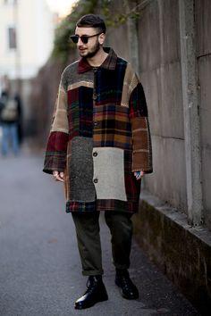 Milan Fashion Week Men's Street Style Fall 2018 Day 1 - The Impression Milan Men's Street Style, Men Street, Autumn Street Style, Milan Men's Fashion Week, Mens Fashion Week, Guy Fashion, Fashion Wear, Fashion Trends, Stylish Mens Fashion