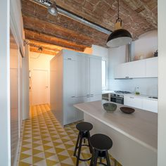 Barrel-vaulted ceilings and exposed brick walls evoke the heritage of this apartment in Barcelona, remodelled by local studio Nook Architects Mini Loft, Small Space Living, Living Spaces, Nook Architects, Barcelona Apartment, Interior Architecture, Interior Design, Exposed Brick Walls, Kitchen Photos