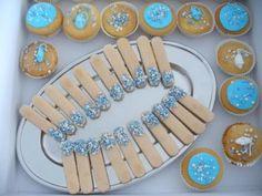 Cupcakes en lange vingers voor babyshower of kraamfeest
