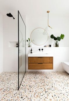 Decor of the day: modern bathroom with granite flooring - inspiration for a .- Decor of the day: modern bathroom with granilite flooring – inspiration for a modern bathroom style – Granite Flooring, Terrazzo Flooring, Wood Flooring, Wet Room Flooring, Hardwood Floors, Modern Bathroom Decor, Bathroom Interior Design, Navy Bathroom, Bathroom Wall