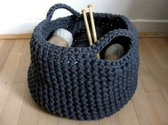 Crochet Basket Just like my green & charcoal ones! Crochet Storage, Crochet Diy, Crochet Home, Learn To Crochet, Crochet Crafts, Crochet Projects, Memento Vivere, Baby Knitting, Lana