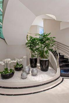 Home Stairs Design, Dream Home Design, Modern House Design, Stair Design, Interior Garden, Home Interior Design, Interior Stairs, Interior Plants, Interior Ideas