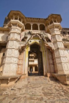 Taragarh Fort, Bundi, India — by Swiss Nomads. The Taragarh Fort is the most impressive building of the city of Bundi in the Indian state of Rajasthan. We have been...