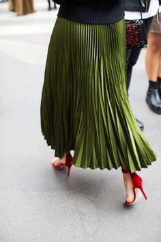 Green Pleated Skirt | Street Style #Streetstyle