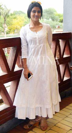 Konkona Sen Sharma and Nandita Das's style is a master class in relaxed Indian fashion Churidar Designs, Kurta Designs Women, Indian Attire, Indian Outfits, Indian Gowns, Trendy Dresses, Fashion Dresses, White Kurta, Kurta Neck Design
