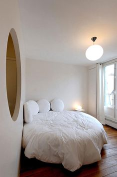 When it comes to bedroom design, a lot of people generally choose the rectangular and square beds. The truth is modern round beds can transform… Trendy Bedroom, Bedroom Sets, Bedroom Decor, Budget Bedroom, Design Bedroom, White Bedroom, Bg Design, Interior Design, Design Ideas