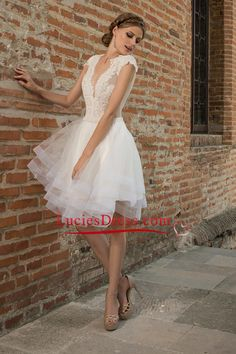 2016 Sexy Wedding Dresses V Neck Tulle With Applique Mini