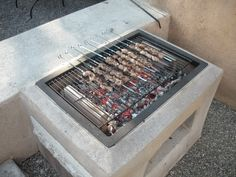 The Morgan's Open-Grill - Forno Bravo Forum: The Wood-Fired Oven Community Diy House Projects, Easy Diy Projects, Mountain Cabin Decor, Outdoor Kitchen Patio, Outdoor Oven, Outdoor Stuff, Diy Grill, Bokashi, Built In Grill
