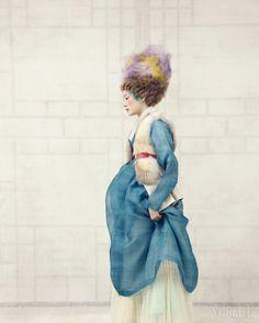 Vogue Korea - Jan, 2014  바다색 액주음포 - 필월 우리옷 (by Kim Moon Kyoung) 안에 입은 치마 - 차이 김영진 (Tchai Kim Young Jin) Ivory Pleated Dress - Andy&Debb Fur Leather Vest - 오브제 Obzee