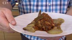 Hovězí plec na zelenině a světlém ležáku se zapékanými bramborami — Kluci v akci — Česká televize Pork, Beef, Kale Stir Fry, Meat, Pork Chops, Steak