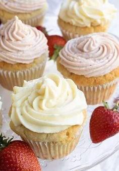Keto vanilla cupcakes are a wonderful afternoon treat and perfect for any celebration! Expect a moist and fluffy vanilla flavoured crumb, topped by a lush sugar free cream cheese frosting. This easy keto cupcakes recipe is absolutely fail-safe and suitable even for baking novices!