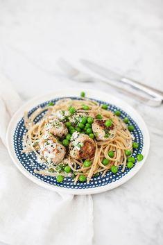 Lättlagade kycklingbullar med pasta.