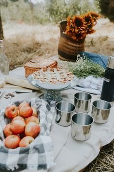 When it comes to fall, Los Angeles is always behind and seems to enjoy a never ending summer season. But that doesn't stop a fall picnic for us.