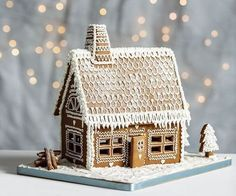 Hygge - making gingerbread houses at home. Light the candles and turn on the fairy lights. The smell of gingerbread around the house. Noel Christmas, Christmas Treats, Christmas Baking, Winter Christmas, Christmas Cookies, Christmas Decorations, Xmas, Christmas Houses, Christmas Ornament