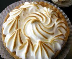 pâte brisée, lait, jaune d'oeuf, farine, sucre, citron, blanc d'oeuf, sucre glace, beurre