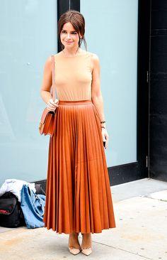Street style moda en la calle tendencias faldas midi   Galería de fotos 36 de 44   VOGUE