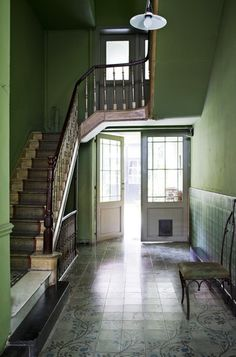 Green foyer. Wonder if this would work in a smaller space?