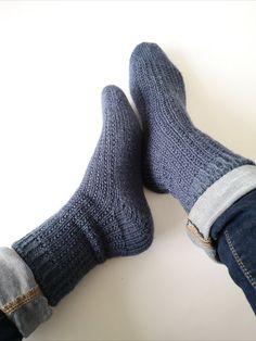 Socken über Socken {Modelle und Garne}   Maschenfein :: Strickblog Garne, Socks, Crafts, Image, Craft Ideas, Diy, Fashion, How To Knit Socks, Awesome Christmas Gifts
