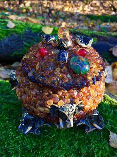 Моя работа- шкатулка из янтаря , шпинели и агатов #екатеринатардиф #шкатулка #янтарь