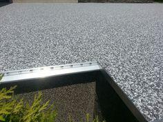 Terasa rodinného domu. Kamenný koberec A22III. Ukončovací profil K20 v kombinácii s profilom SC1-D na schodových hranách.  #art4you #art4youpodlahy #kamennykoberec #kamenny #koberec #podlaha #podlahy #liatepodlahy