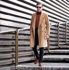 We had a special #OscarHuntExperience from our very own @lach.watson ... A shot by @modehunter from Pitti Uomo, Italy in January. #overcoat #menswear #mnswr #mensstyle #mensfashion #menwithclass #style #suit #sartorial #pitti #pittiuomo #oscarhunt #oscarhuntexperience