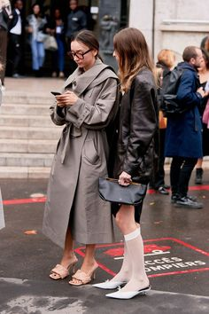Celebrity Stylists Would Remove These 3 Winter Trends From Your Closet Toms Shoes Outlet, Wearing All Black, Fashion Outfits, Fashion Trends, Fashion Fashion, Runway Fashion, Fashion Inspiration, Checked Blazer, Oversized Blazer