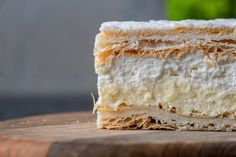 Papal cream cake or kremowka is one of the best Polish desserts ever. Once you try them you will not be able to stop them eating. And btw, the other great Polish dessert is Faworki. It is definitely worth to try. Polish Desserts, Polish Recipes, Polish Food, Carmel Desserts, French Puff Pastry, Chocolate Pudding Cookies, Cake Recipes, Dessert Recipes, Puff Pastry Sheets