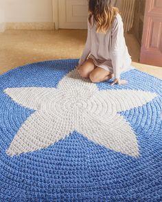 SUPER Alfombra STAR de 2 metros de diametro hecha a crochet con trapillo <3 http://susimiu.es/alfombras/