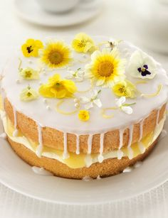 This cake is beautifully refreshing and summery - the perfect weekend bake! Lemon and Elderflower Drizzle Cake by Stork. Recipe for Lemon Drizzle Cake. Slow Cooker Desserts, Lemond Curd, Just Desserts, Dessert Recipes, Recipes Dinner, Cake Recipes Uk, Summer Desserts, Drink Recipes, Lemon Drizzle Cake