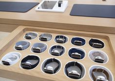 Apple Watches on display at the Apple Store in the Upper East Side, New York City. Display Design, Store Design, Iphone Store, Apple Office, Mobile Shop Design, Retail Interior, Interior Shop, Computer Shop, Phone Shop