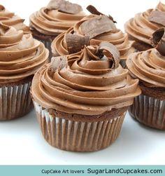 Triple Chocolate Cupcakes #cupcakes #cupcakeideas #cupcakerecipes #food #yummy #sweet #delicious #cupcake