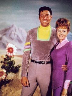 Guy Williams & June Lockhart Lost In Space Space Tv Series, Space Tv Shows, Sci Fi Movies, Sci Fi Tv, Movie Tv, Classic Series, Classic Tv, Space Hero, Nostalgia