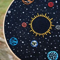 Space Embroidery Art, hand stitched Solar System - hoop, Sun and planets in orbit, stars Large Embroidery Hoop, Hand Embroidery Patterns, Diy Embroidery, Embroidery Stitches, Cross Stitch Patterns, Sistema Solar, Wooden Hoop, Hobbies And Crafts, Solar System