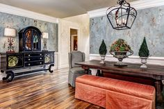 Multi-Color Venetian Plaster Finish with Modern Masters Metallic Paints on Walls | Modern Mastery Feature of Artist Linda Gale Boyles | Modern Masters Cafe Blog