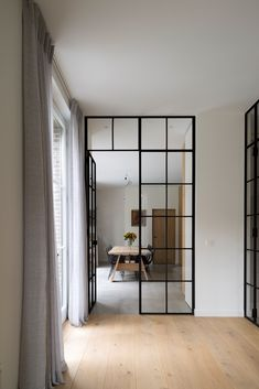 Wonen als alle details kloppen Living Room Inspiration, Interior Inspiration, Küchen Design, House Design, Big Doors, Modern Country Style, Internal Doors, Home Living Room, Interior Design Living Room