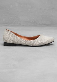 These ballerina flats feature a sturdy textile upper and an asymmetric cut over the toe. - A curved, wave design in the front- Cushioned leather insole- A rubber sole under the heel- Heel height: 1.5 cm