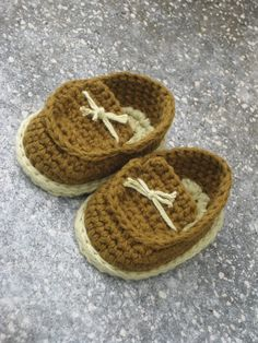 Crochet pattern baby booties - Baby boy shoes - pdf pattern Crocheted brown baby shoes is a perfect gift for your little baby boys. Made from cotton