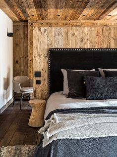 Hints And Tips On Finding Great Pallet Bedroom Furniture If you are shopping for furniture for the first time in your adult life, make sure you know what to look for. Chalet Chic, Chalet Style, Chalet Interior, Interior Design, Chalet Design, Swiss Chalet, Modern Rustic Homes, Wood Bedroom, Interior Architecture