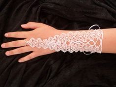 """Mitaine de la collection """"Florence"""" en dentelle aux fuseaux blanche : Bracelet par paulette-derive sur ALittleMarket"""